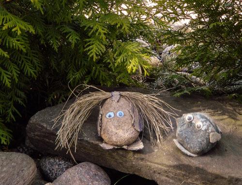 Sympaattinen kivipeikko tervehtii tulijoita